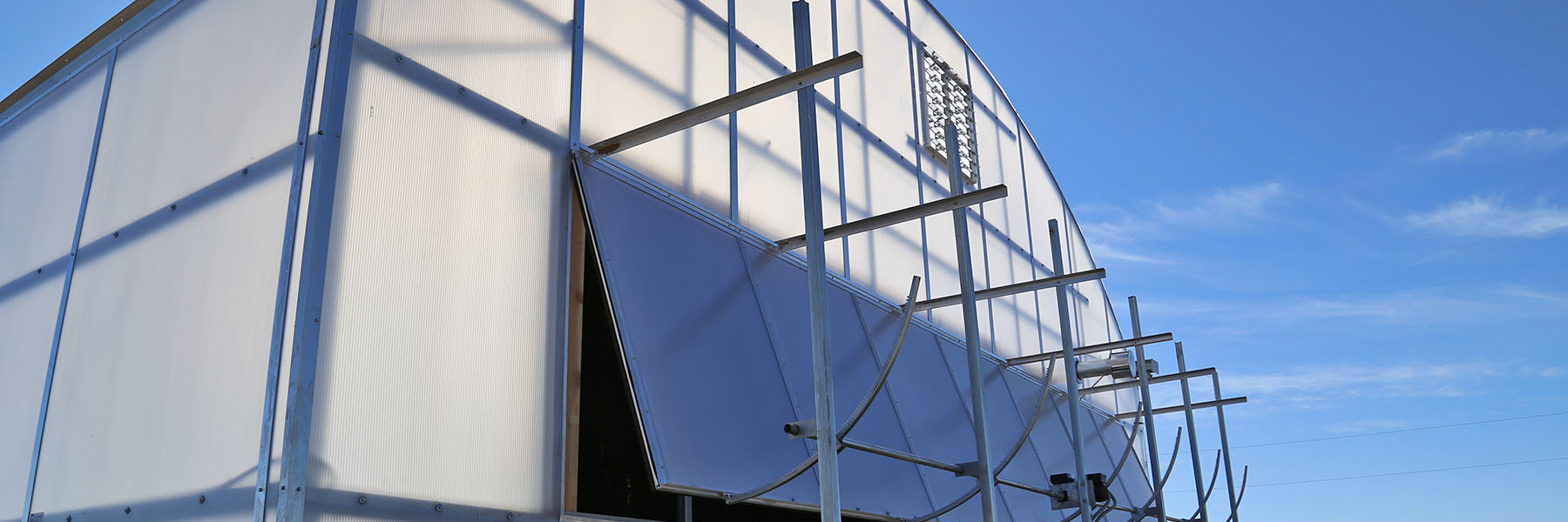 Evaporative cooling wall exterior